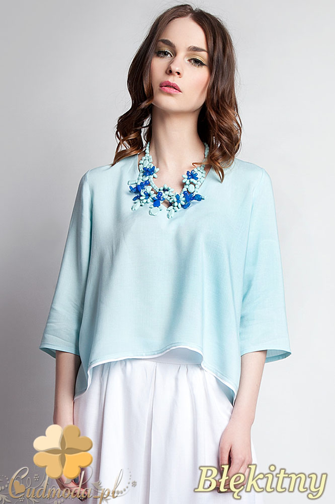 CM0935 LANTI BLU111 Asymetryczna bluzka damska z lamówkš na dole i dekoltem w serek - błękitna