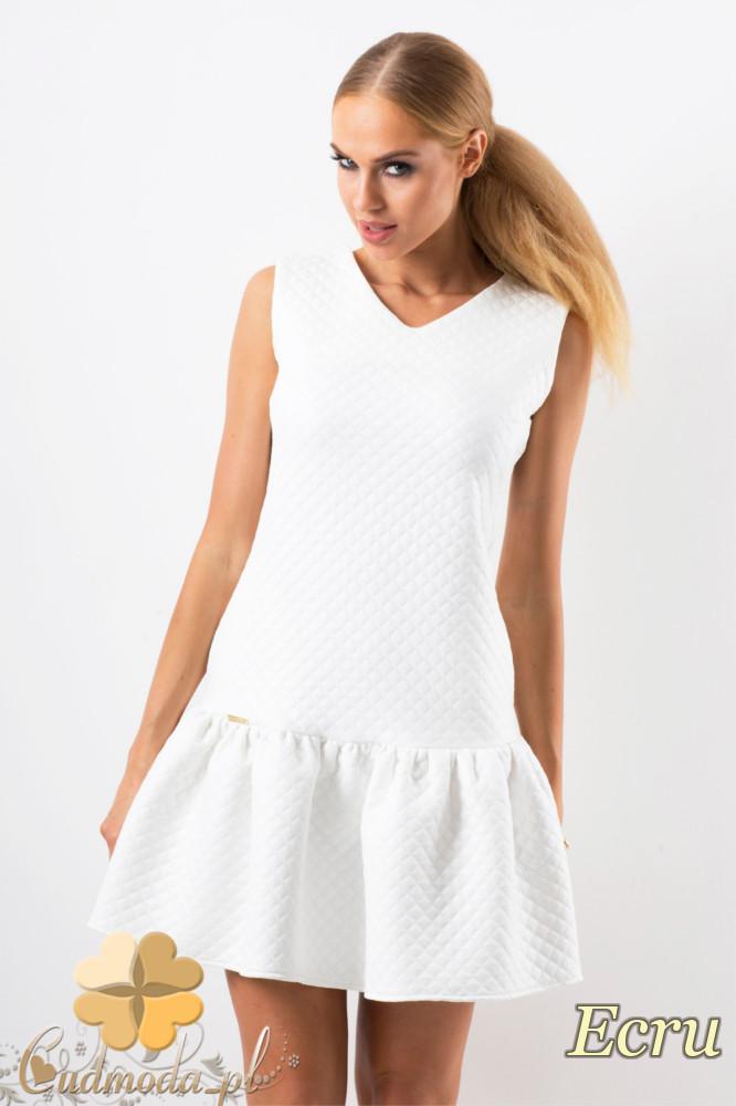 CM1346 Pikowana sukienka damska z falbankš - ecru