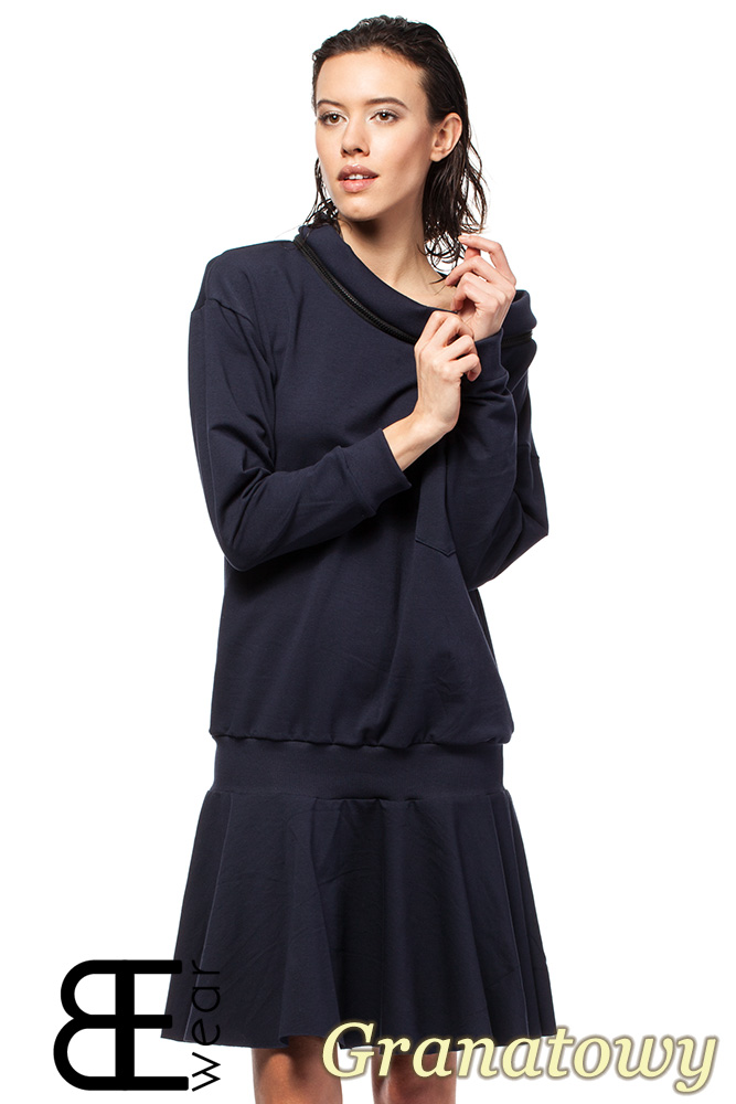 CM1420 Sukienka z obniżonš tališ i œcišgaczem - granatowa