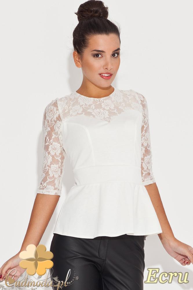 CM0451 KATRUS K071 Kobieca bluzka z baskinkš i koronkowym rękawem - ecru