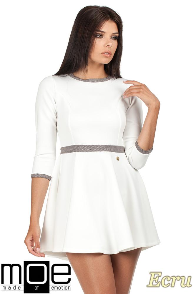 CM0355 Elegancka sukienka rozkloszowana z koła - ecru