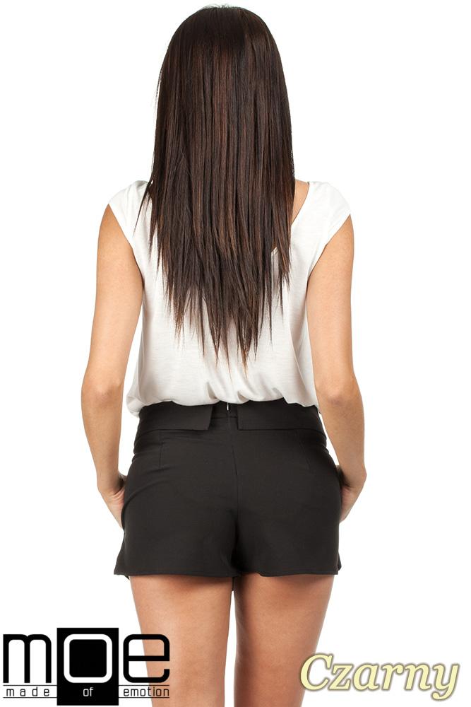 CM0789 Krótkie spodenki z zakładką z przodu imitującą spódnicę - czarne