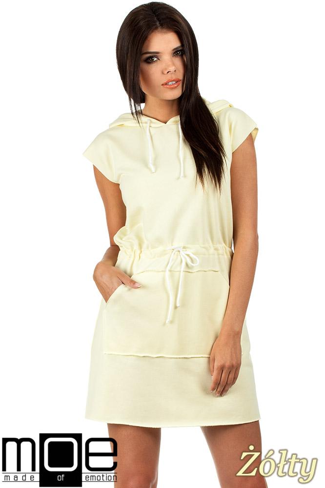 CM0819 Dresowa sukienka z kapturem i troczkami - żółta