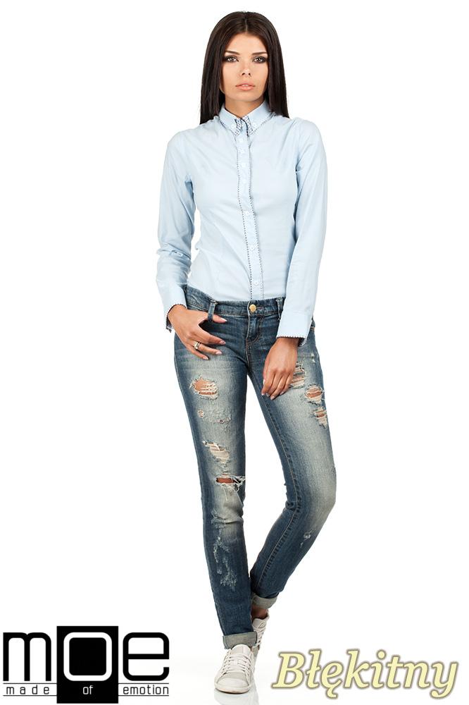 CM0664 Koszula damska z ozdobnym kołnierzykiem i plisą - błękitna
