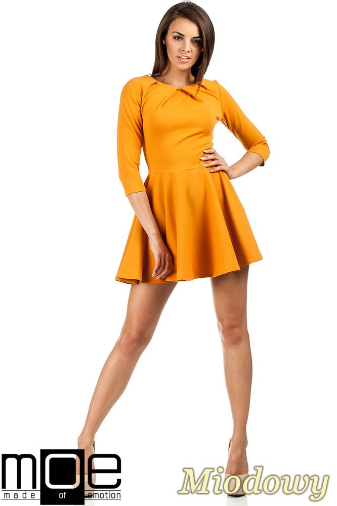 CM0990 Elegancka rozkloszowana sukienka mini - miodowa
