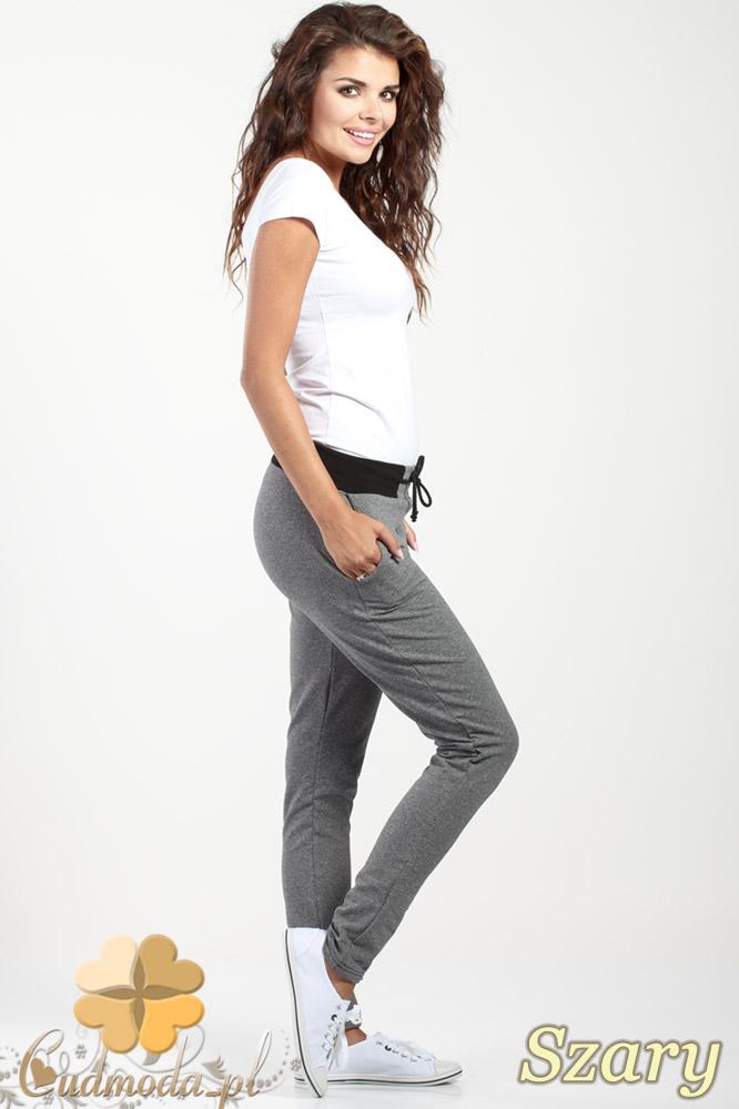 CM1018 Dresowe spodnie z czarnym pasem i wiązaniem - szare OUTLET