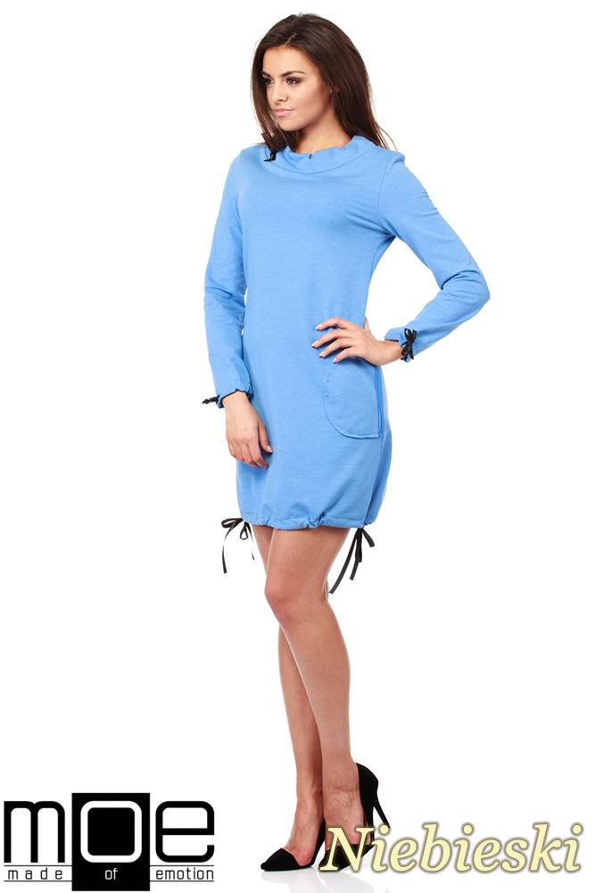 CM1033 Sukienka dresowa z golfikiem i ozdobnym nitowanym sercem - niebieska