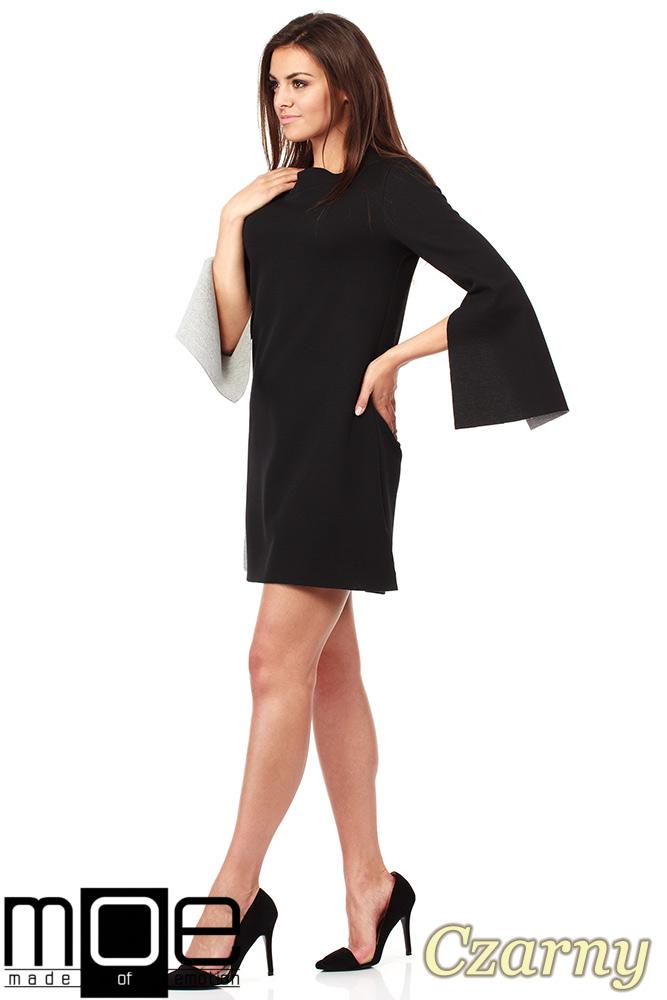 CM1034 Sukienka ze stójką i rozciętym rękawem - czarna