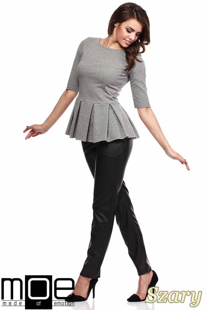 CM1090 Dopasowana bluzka damska z plisowaną baskinką - szara