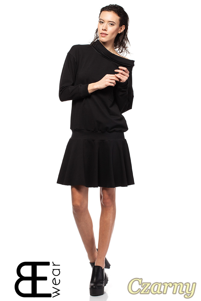 CM1420 Sukienka z obniżoną talią i ściągaczem - czarna