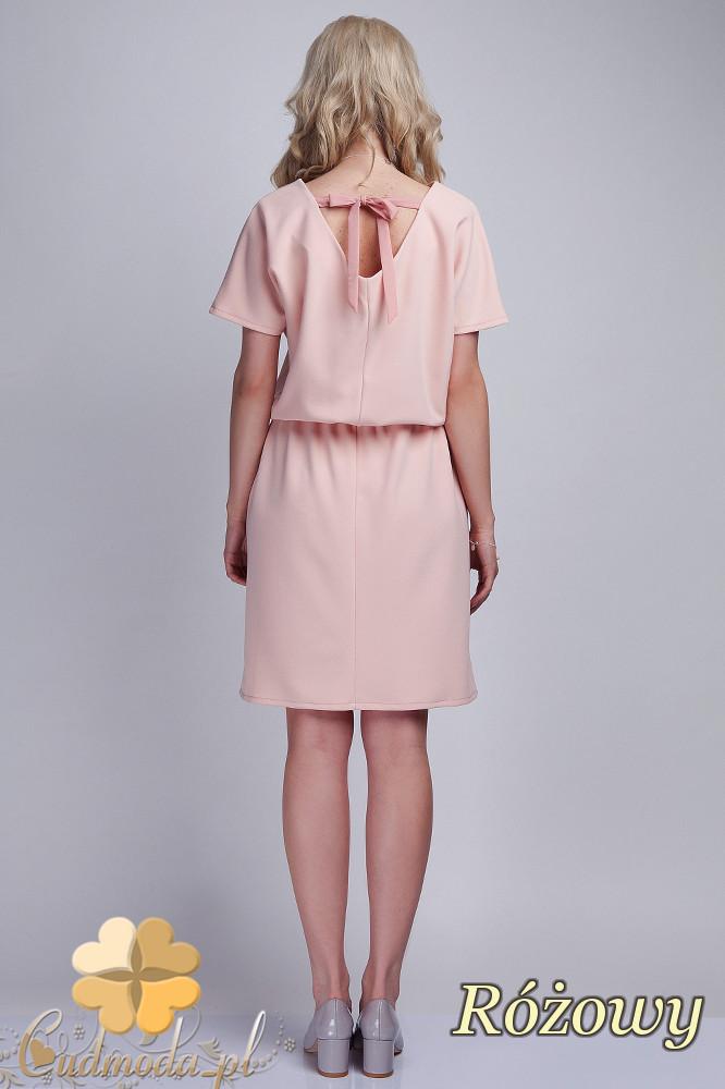 CM1537 Odcinana sukienka z wiązaniem na plecach - różowa
