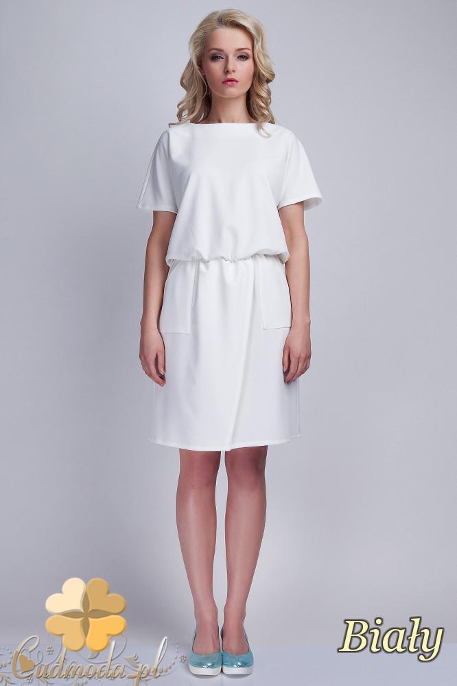 CM1537 Odcinana sukienka z wiązaniem na plecach - biała
