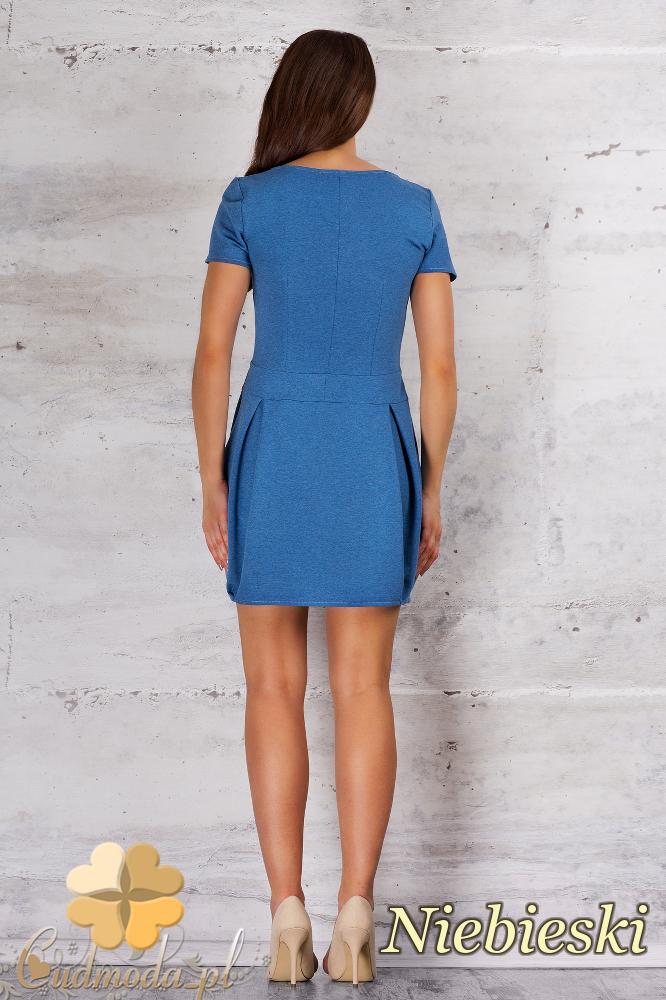CM1683 Sukienka z dopasowaną górą i dołem w kontrafałdy - niebieska