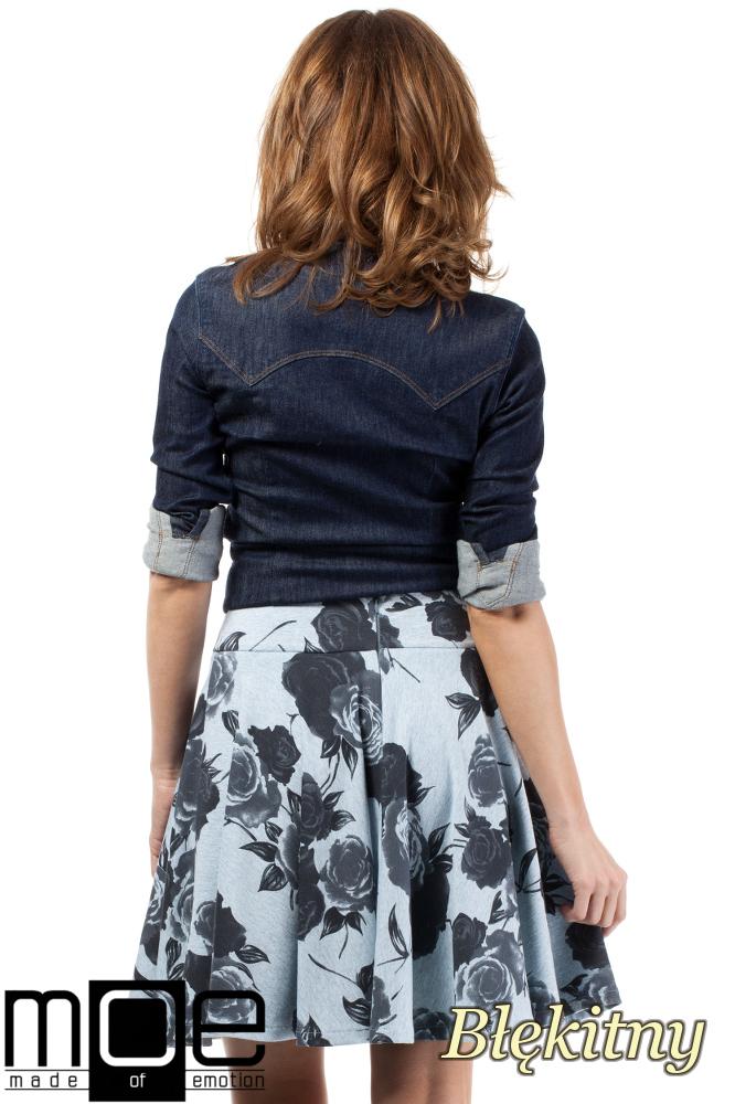CM1717 Rozkloszowana spódniczka w róże - błękitna