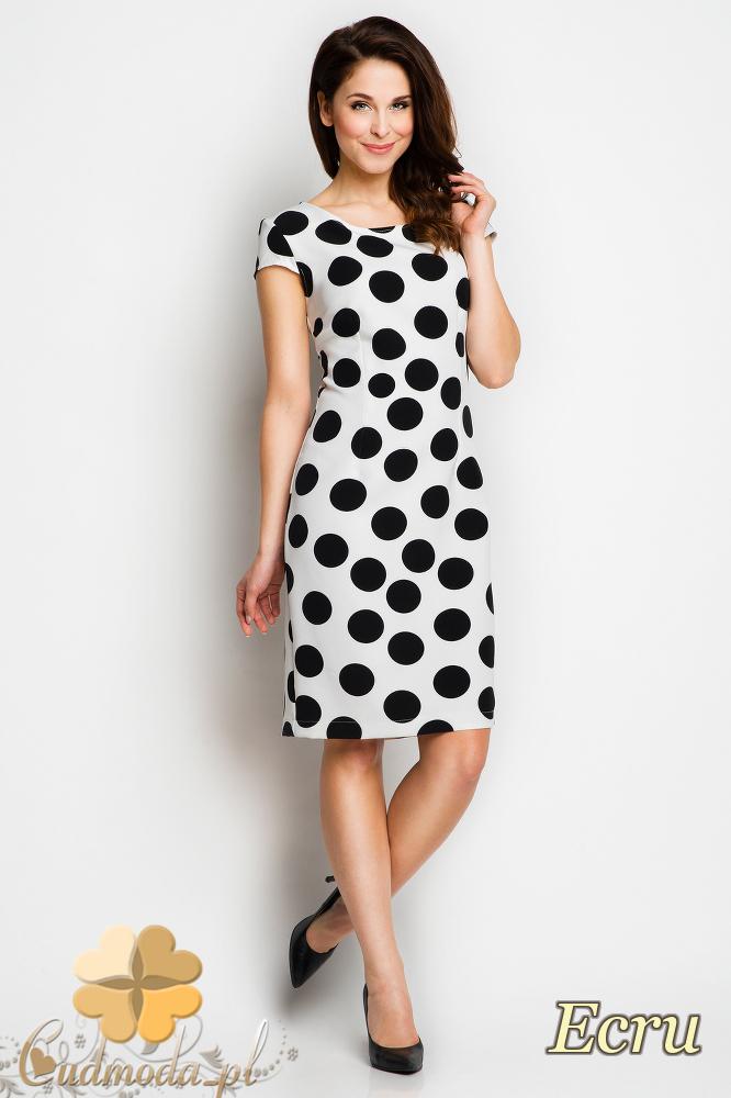 CM1733 Dopasowana sukienka midi w grochy - ecru