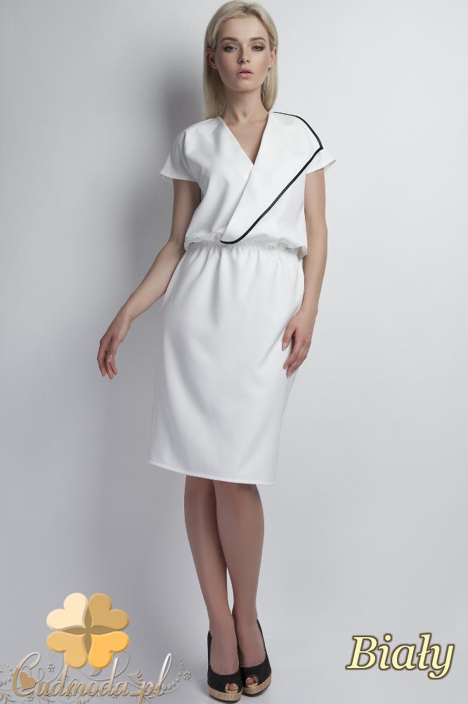 CM1785 Kopertowa sukienka z krótkim rękawem - biała