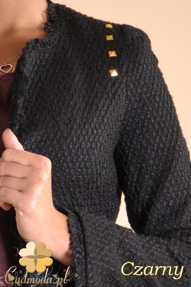 CM0157 Dzianinowy żakiet z ćwiekami - czarny