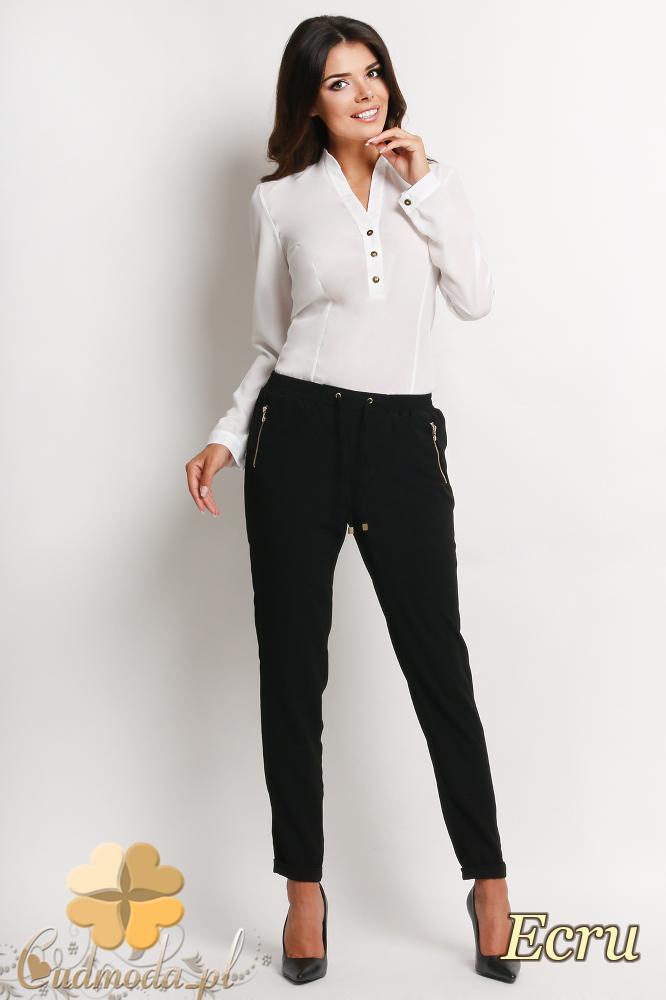 CM2010 Biurowa bluzka koszulowa zapinana na guziki - ecru