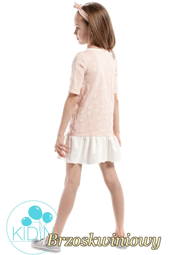 CM2174 Dziewczęca sukienka z nadrukiem w wystające serduszka - brzoskwiniowa