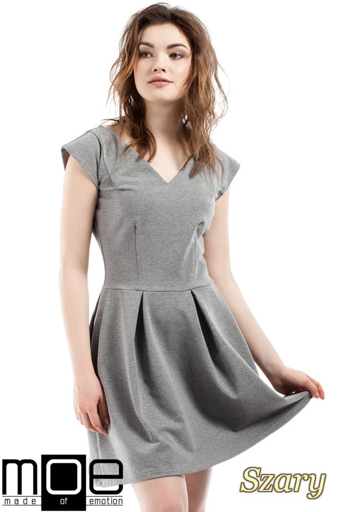 CM2212 Elegancka sukienka z kontrafałdami - szara