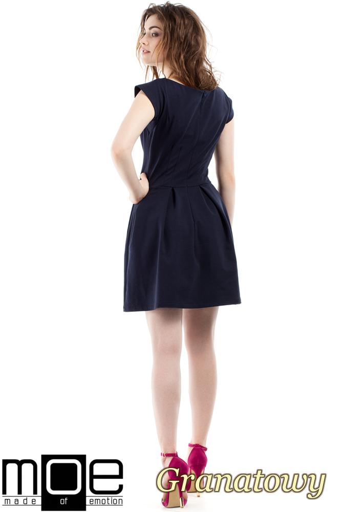 CM2212 Elegancka sukienka z kontrafałdami - granatowa