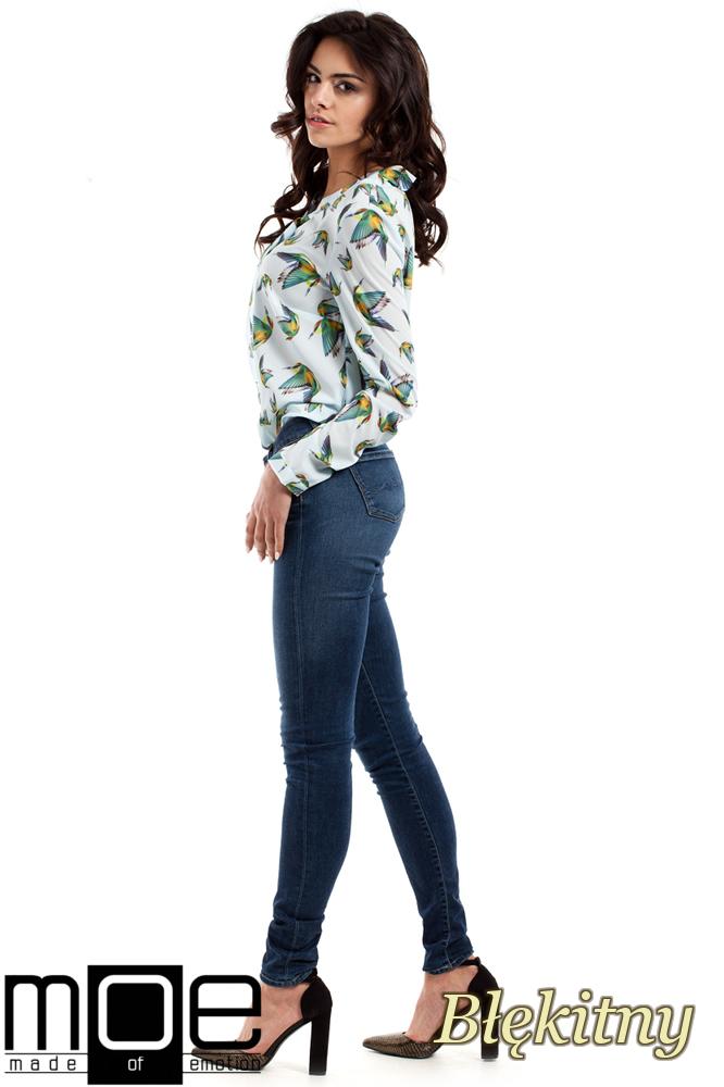 CM2226 Kobieca bluzka koszulowa z kolibrami - błękitna