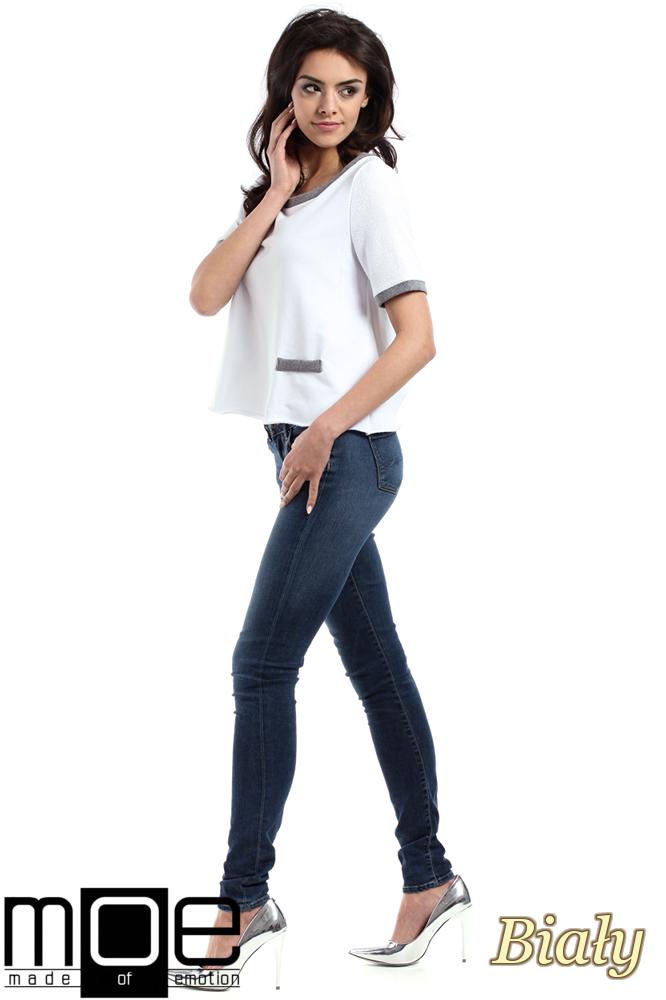 CM1557 Modna bluzka damska z zakładką na plecach - biała