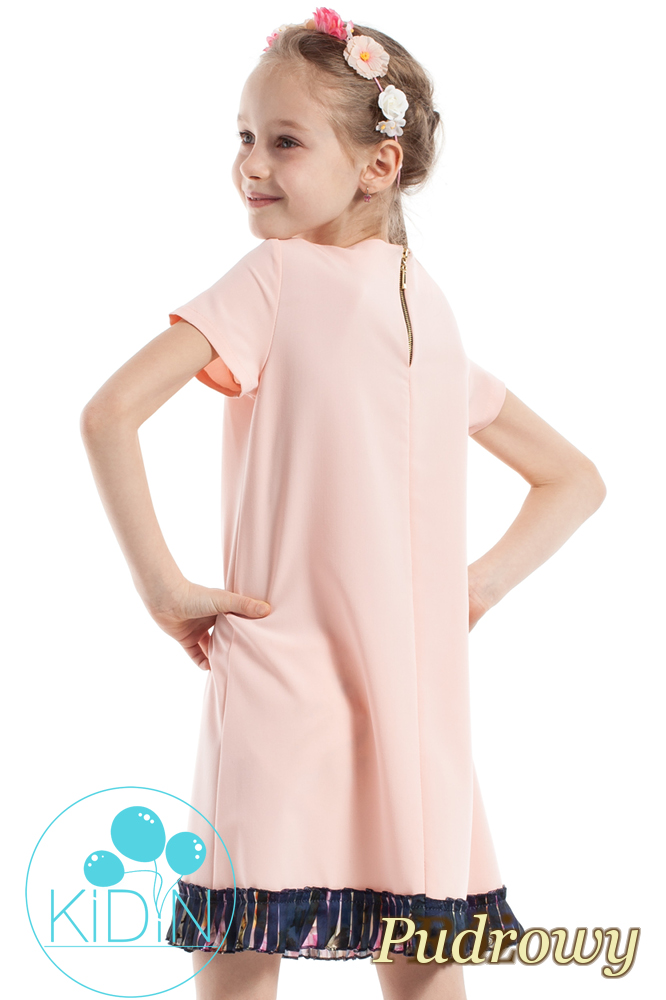 CM2263 Elegancka sukienka z plisowaną wstawką - pudrowa