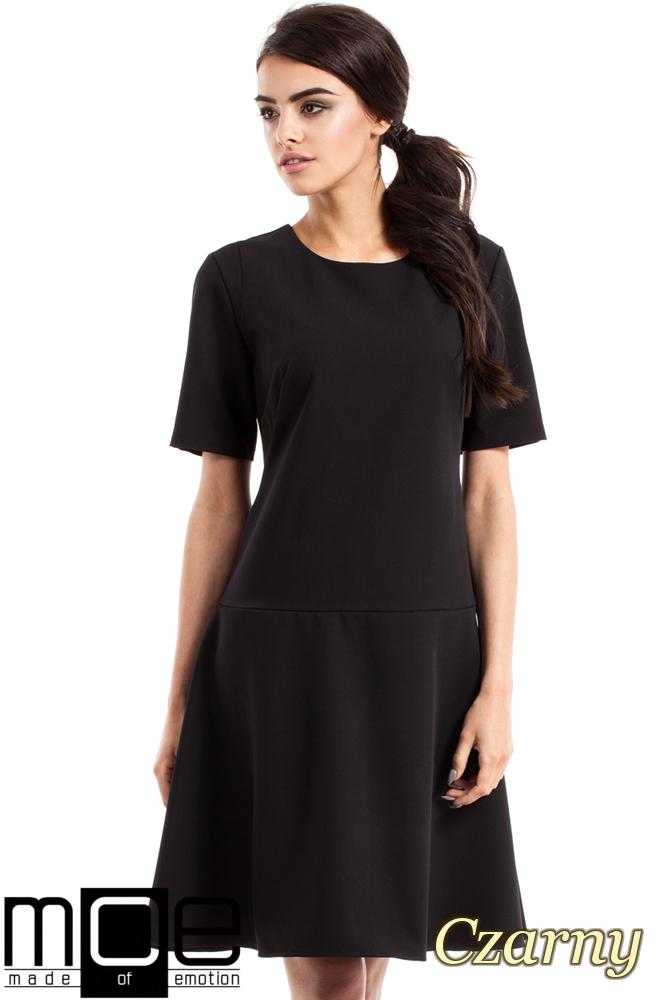 CM2342 Elegancka rozkloszowana sukienka - czarna