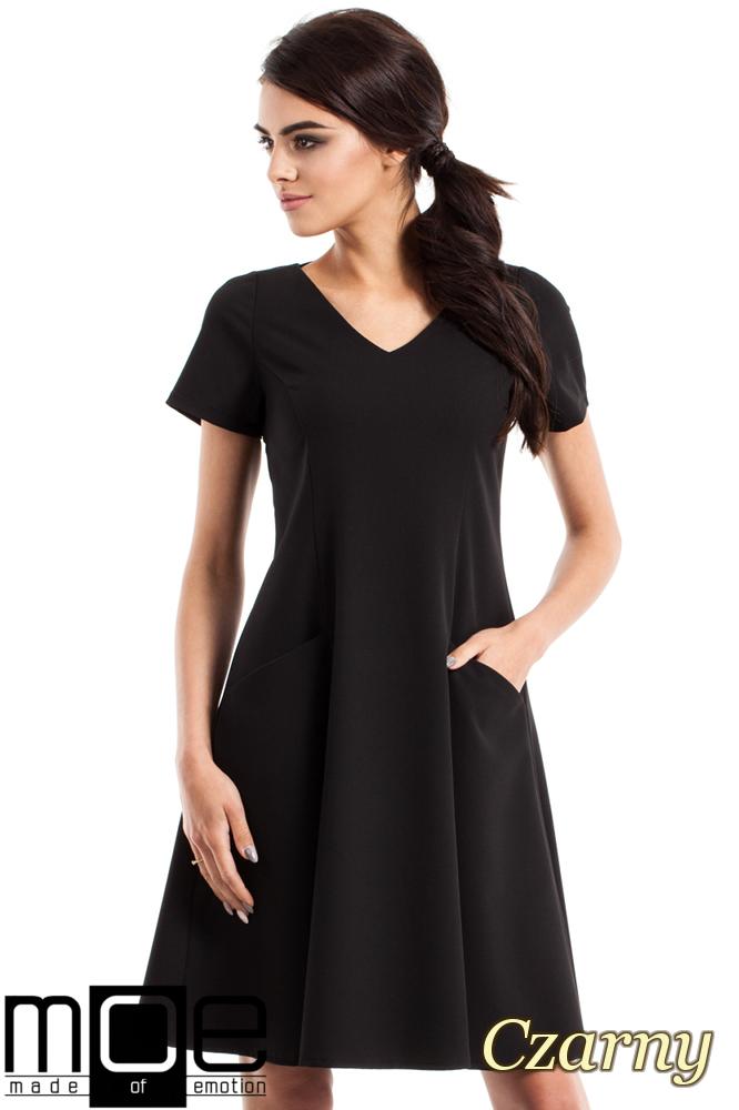 CM2348 Dopasowana sukienka z rozkloszowanym dołem - czarna OUTLET