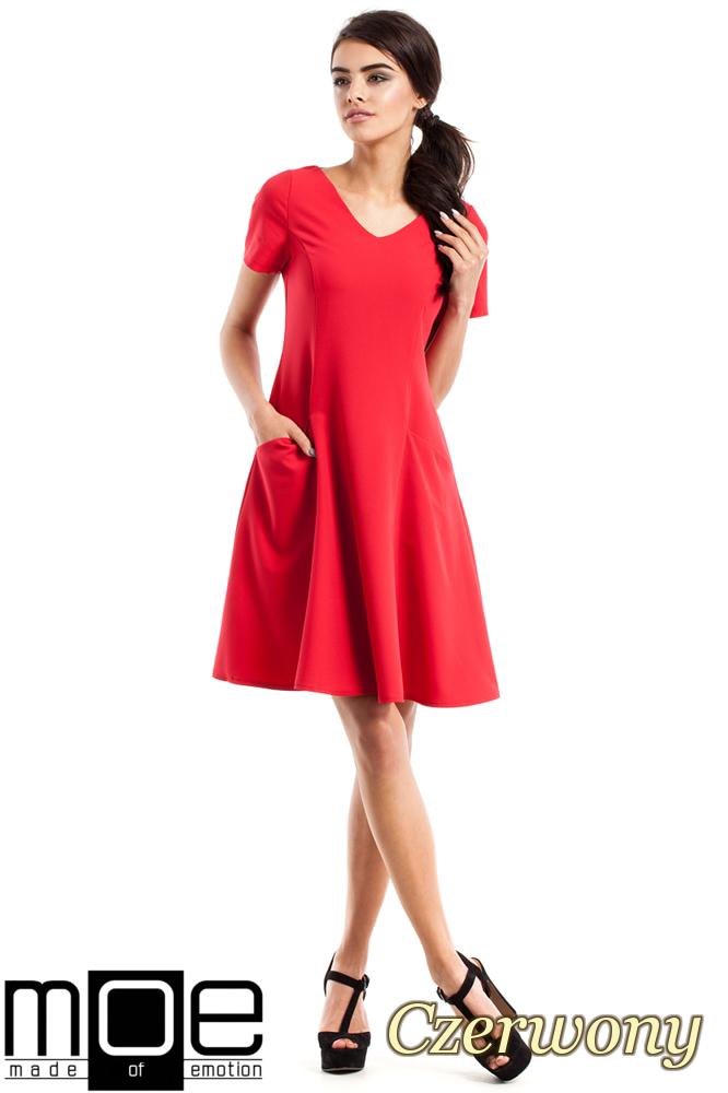 CM2348 Dopasowana sukienka z rozkloszowanym dołem - czerwona