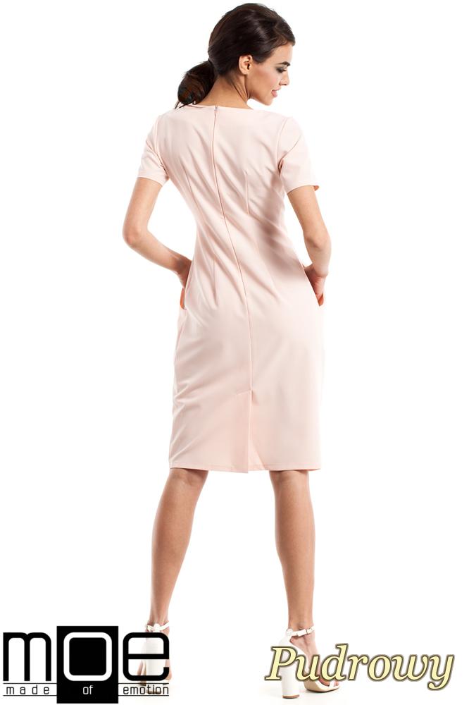 CM2349 Dopasowana przewiązana sukienka damska - pudrowa