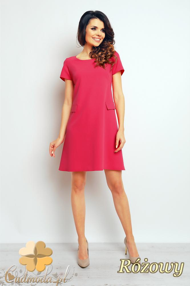 CM2377 Trapezowa sukienka biurowa do pracy - różowa