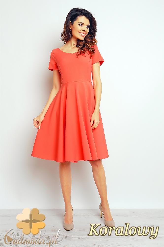 CM2387 Rozkloszowana sukienka wieczorowa - koralowa