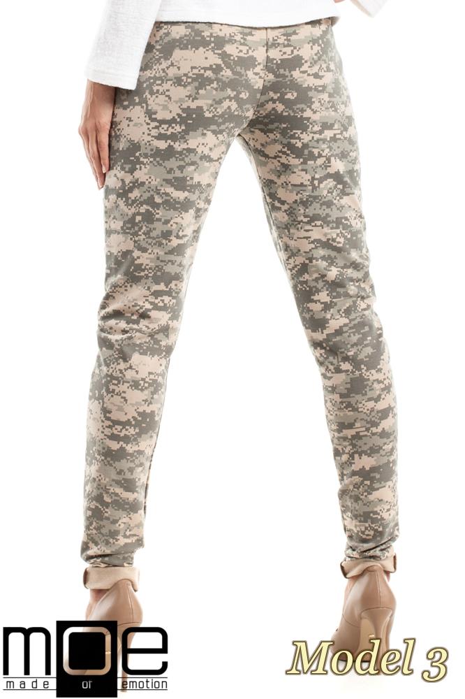 CM2454 Dresowe spodnie moro - model 3
