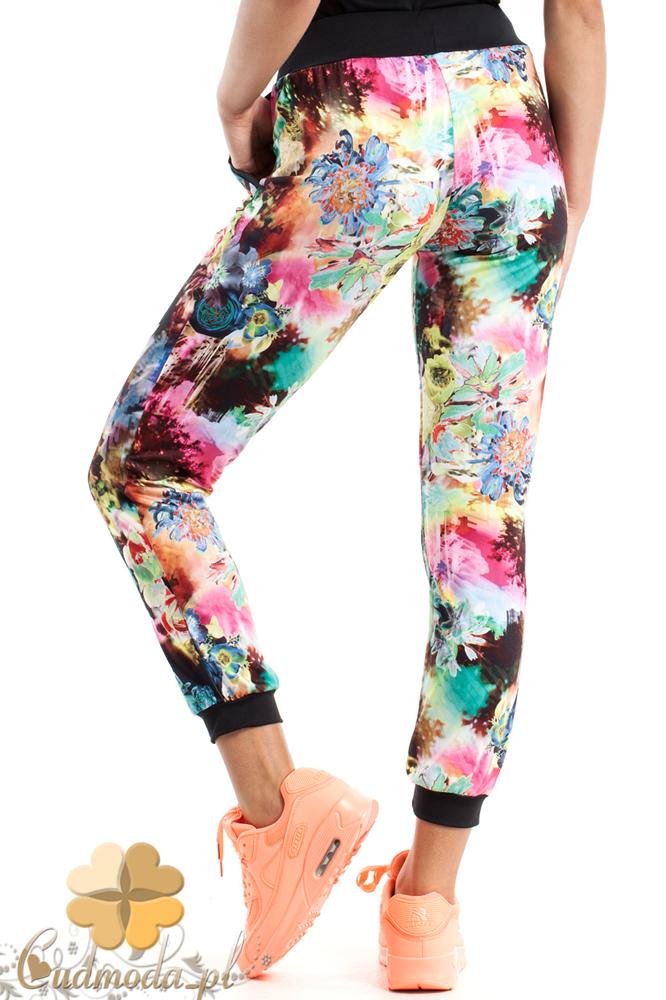 CM2487 Dresowe spodnie w kwiaty idealne na fitness