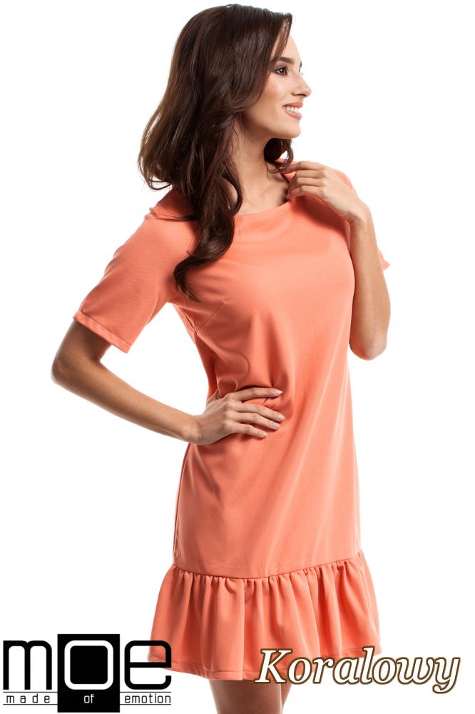 CM2688 Wygodna sukienka z falbanką - koralowa