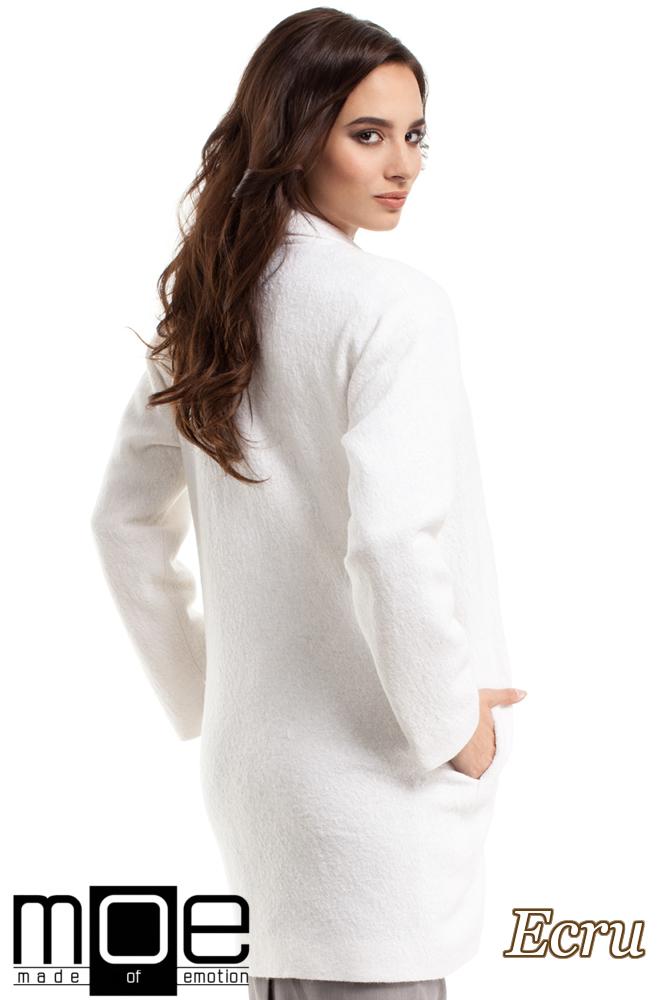CM2215 Wełniany płaszcz damski zapinany na guzik - ecru