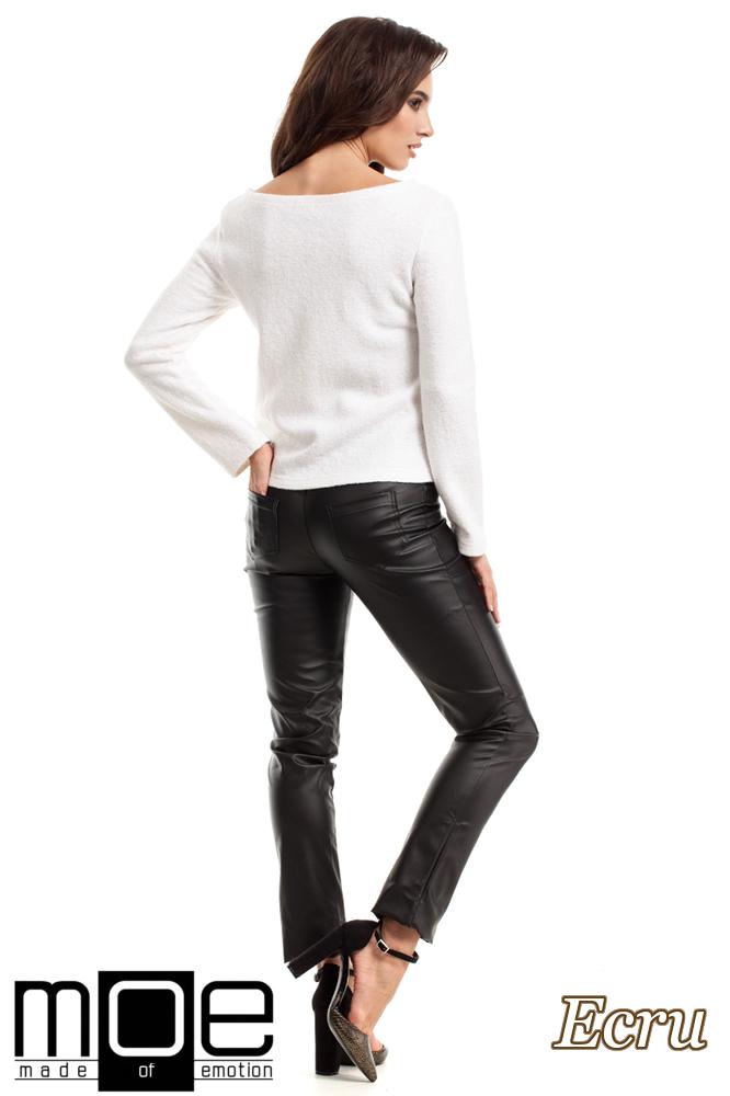 CM2216 Wełniany sweter damski z długim rękawem - ecru