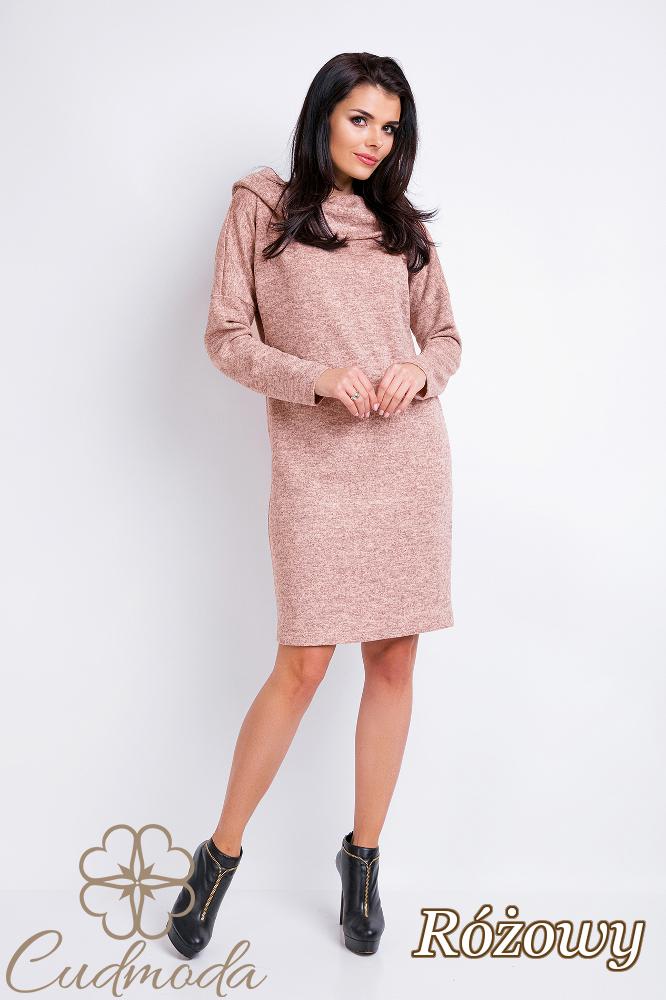 CM2822 Dzianinowa sukienka sportowa z kapturem - różowa
