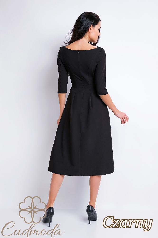 CM2829 Rozkloszowana sukienka z dekoltem typu łódka - czarna
