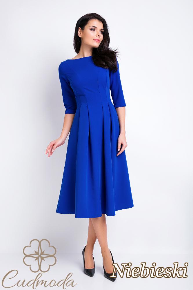 CM2829 Rozkloszowana sukienka z dekoltem typu łódka - niebieska
