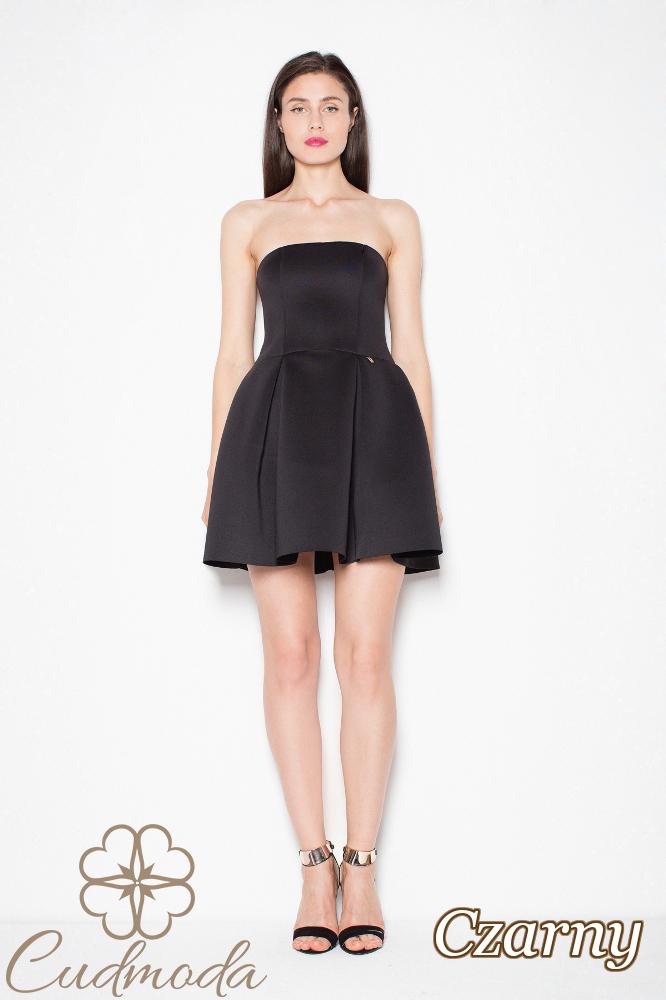 CM2979 Elegancka sukienka z odkrytymi ramionami - czarna
