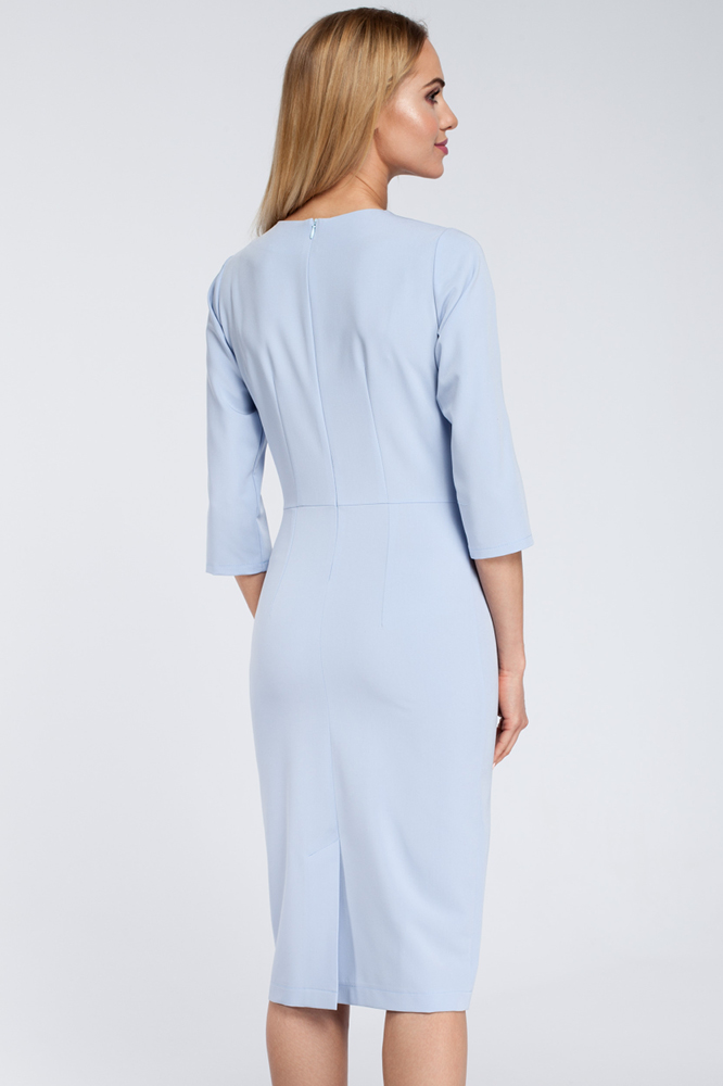 CM2921 Sukienka midi z falbanką na biuście - błękitna