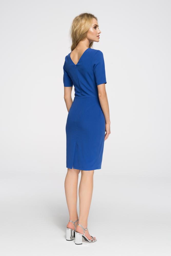 CM2653 Biurowa sukienka ołówkowa z marszczeniami - chabrowa