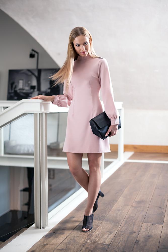 CM2680 Stylowa sukienka z długim rękawem - pudrowa