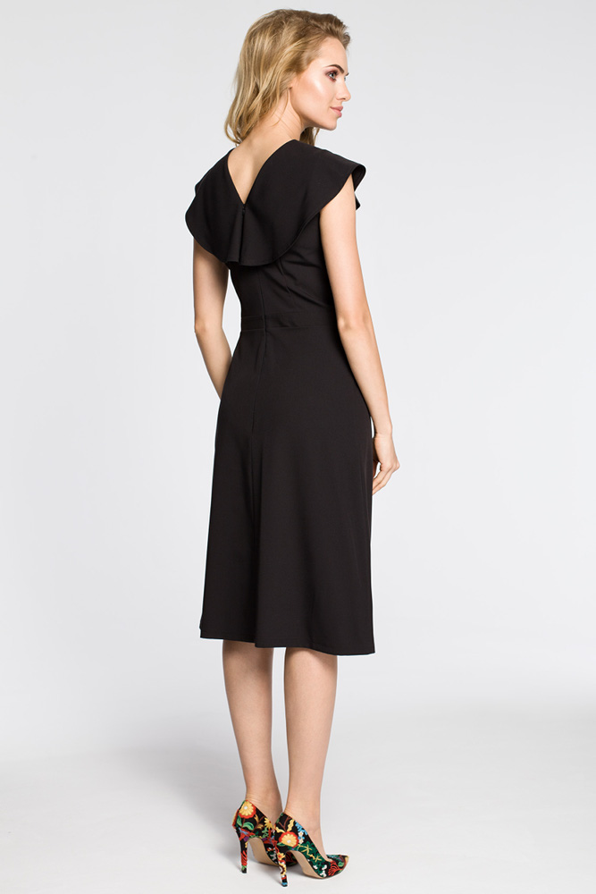 CM3042 Sukienka rozkloszowana z falbankami przy rękawach - czarna