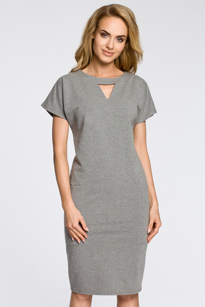CM3048 Ołówkowa sukienka z ozdobną stójką - szara