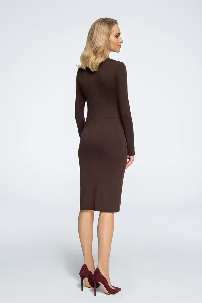 CM3053 Ołówkowa sukienka z dekoltem na zakładkę - brązowa