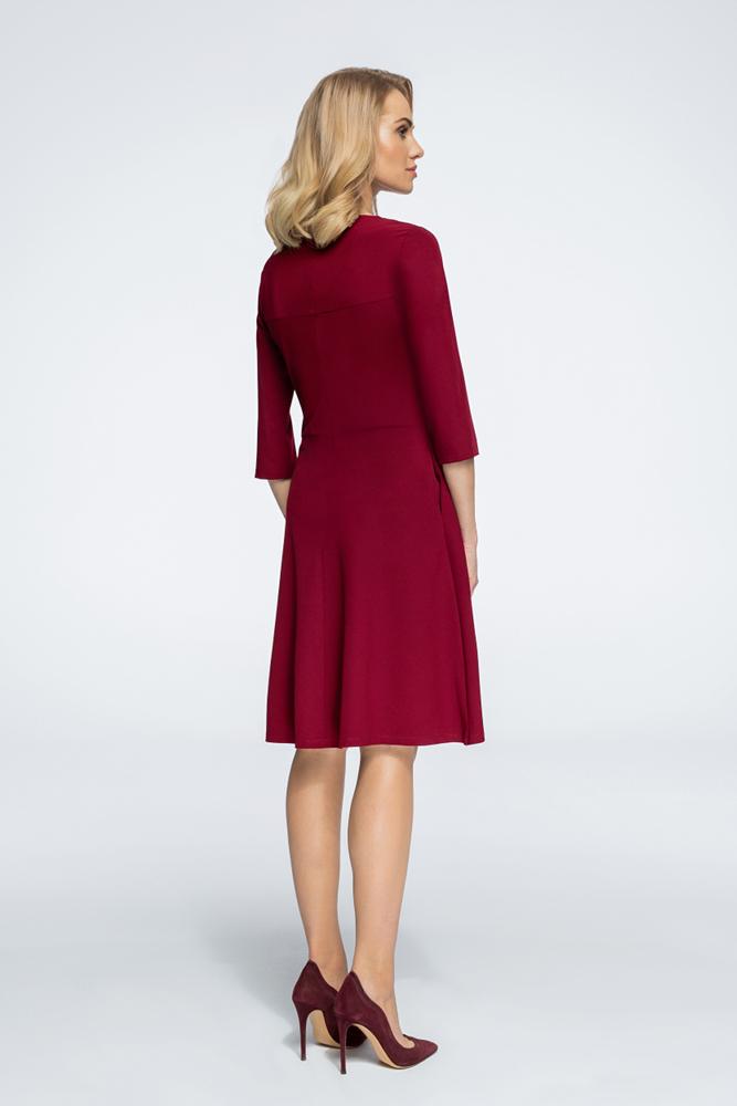 CM3061 Nowoczesna sukienka z geometrycznymi przeszyciami - bordowa